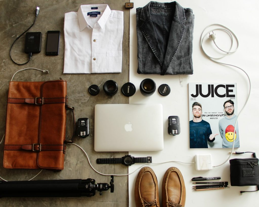 art_baggage_business_camera_canon_dapper_essentials_flatlay-913317